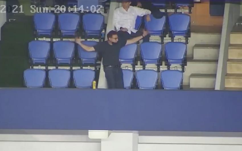 (VIDEO) Emelec hace públicos los videos del comportamiento de Deller en el estadio Capwell