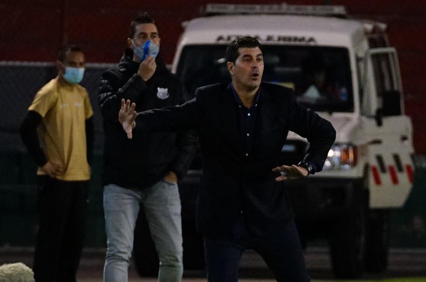 LigaPro elige a Ismael Rescalvo como el mejor DT de la fecha 13