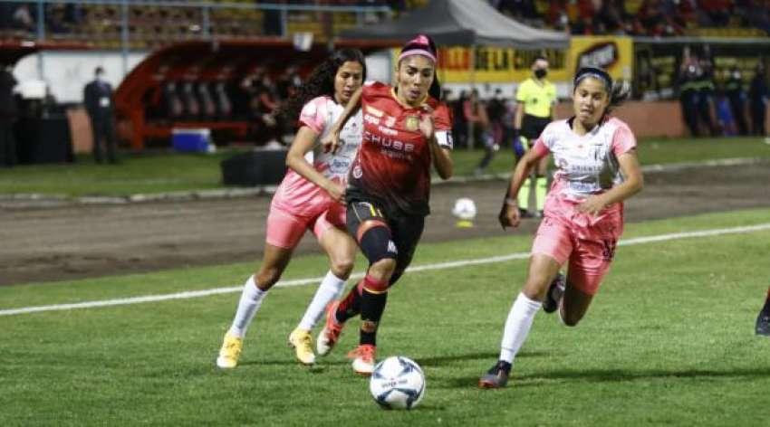 (VIDEO) Madeline Riera tras la obtención de la Superliga: ''Tenemos una deuda en la Copa Libertadores''