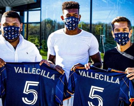 Gustavo Vallecilla fue presentado en su nuevo equipo