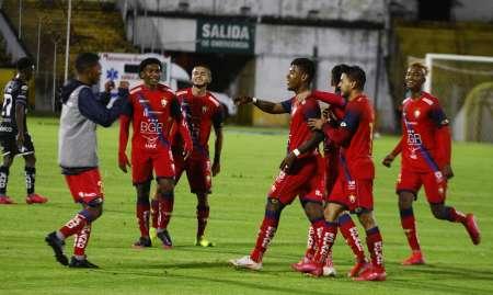 El Nacional goleó a Independiente Jrs. en el Olímpico Atahualpa