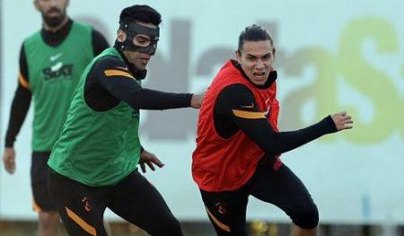 (FOTO) Falcao volvió a los entrenamientos del Galatasaray con una máscara de protección
