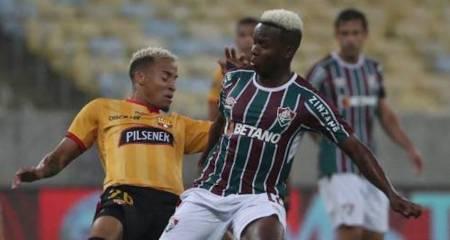 Hinchas del Fluminense piden la titularidad de Juan Cazares contra Barcelona