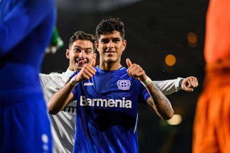 (FOTO) Lo ponen a Piero Hincapié en el 11 ideal de este equipo