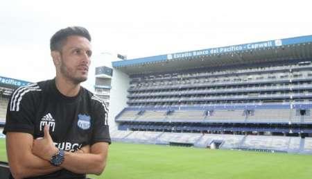 (FOTO) Marcos Mondaini recibió la camiseta de Fluminense