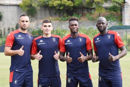 (FOTO) Felipe Caicedo recibió su número en Genoa