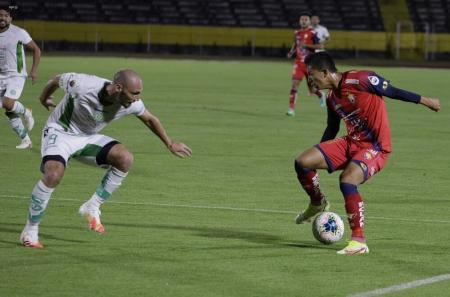 El Nacional y Liga de Portoviejo dividieron honores en el Olímpico Atahualpa