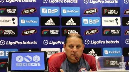 Luis Espinel: ''Es difícil competir en inferioridad, sería bueno poder sumar jugadores''