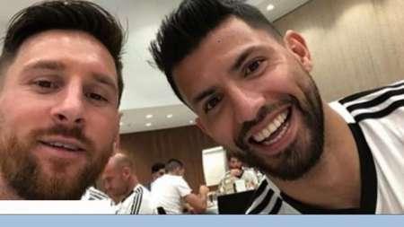 (VIDEO) El  besito de Messi y Agüero en la celebración de la Copa América