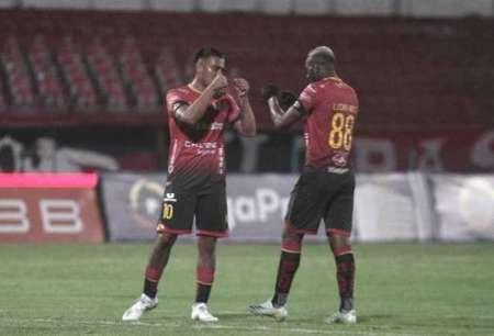 (FOTO) Deportivo Cuenca renovó a tres futbolistas