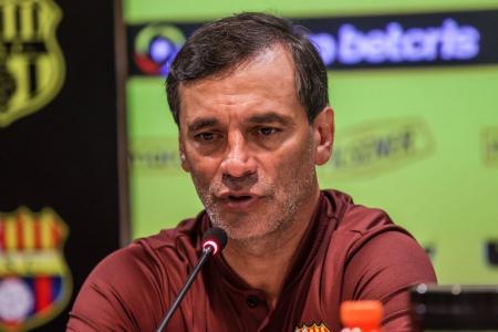 Fabián Bustos: Partido con Delfín, recuperación Byron Castillo y mensaje a los hinchas
