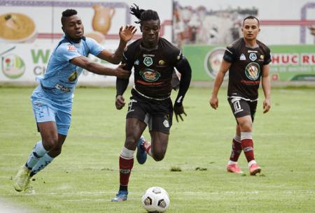 (VIDEO) Ricardo Adé marca gol de tiro libre con su Selección
