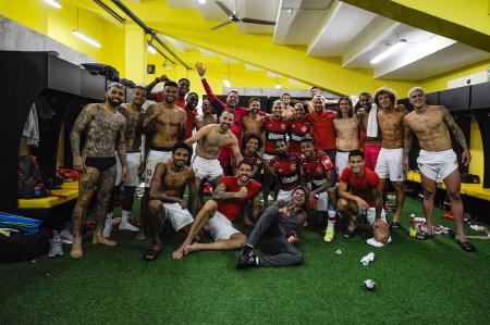 (VIDEO) Así festejó Flamengo en los camerinos del Monumental