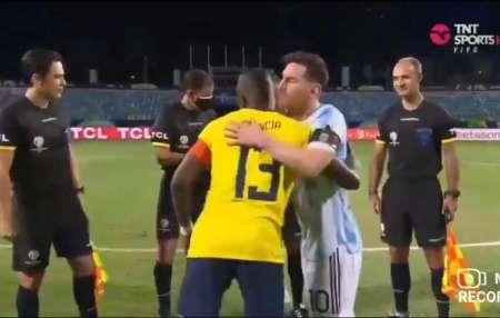 (VIDEO) El abrazo entre Lionel Messi y Enner Valencia