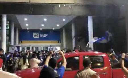 (VIDEO) El recibimiento de los hinchas de Emelec en el aeropuerto de Guayaquil