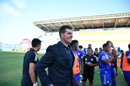 Ismael Rescalvo reveló la intención de contratar dos nuevos refuerzos