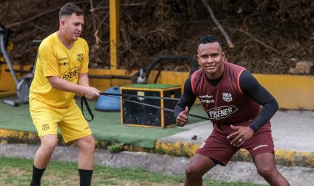 Pedro Pablo Velasco se presentó a los entrenamientos de Barcelona SC