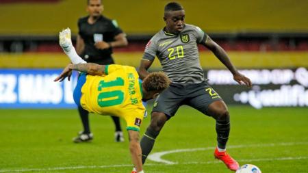 (FOTO) ¿Quién se quedó con la camiseta de Neymar, al final del partido?