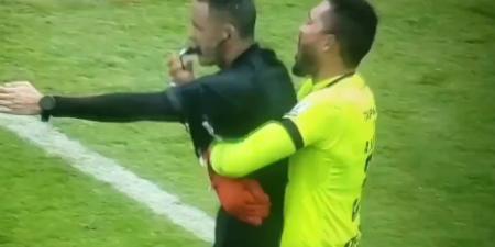 (VIDEO) Arquero de Deportes Tolima abrazó al árbitro tras el pitazo final