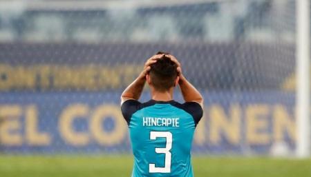 (VIDEO) Así le pidió cambiar camisetas Hincapié a Marquinhos