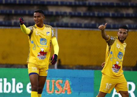 Delfín golea 5-3 a Independiente del Valle por la Supercopa Ecuador