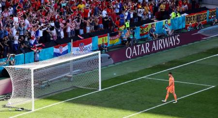 (VIDEO) El tremendo error del arquero de España en la Eurocopa