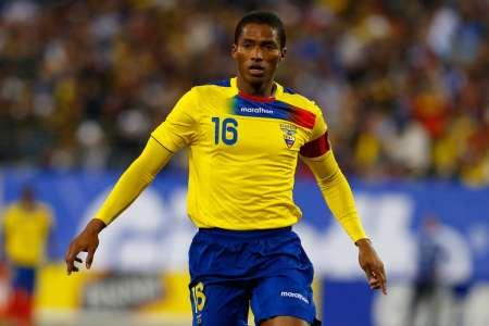 (FOTO) Antonio Valencia sale en defensa de la Selección de Ecuador