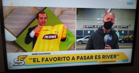 José Chatruc recibió un regalo de la dirigencia de Barcelona SC