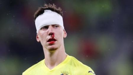Ensangrentado y con una venda: Así le fue a Juan Foyth en la final de la Europa League