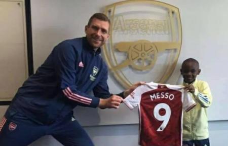 Arsenal ficha a Leo Messo, un niño de 10 años de edad