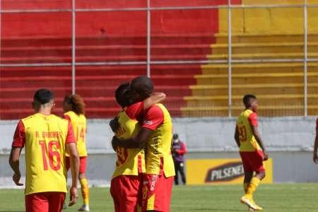 Aucas derrotó sin problemas a Deportivo Cuenca
