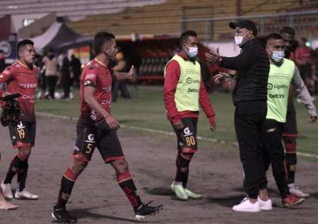 En Deportivo Cuenca pueden salir varios jugadores