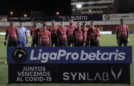 Deportivo Cuenca homenajeó a dos miembros de su plantilla