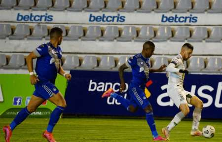 (VIDEO) Penalazo de Luis Romero sobre Joao Rojas