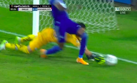 (VIDEO) La jugada que terminó en penal para Emelec y gol de Rodríguez