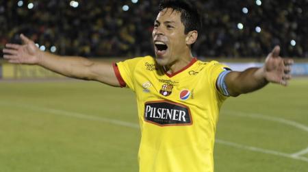 (FOTO) Homenaje a Matías Oyola, por sus 400 partidos con la amarilla