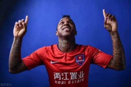(VIDEO) Gol acrobático de Miller Bolaños en China