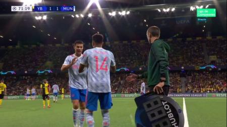 (FOTO) Insólita reacción de Cristiano Ronaldo tras ser cambiado por Lingard