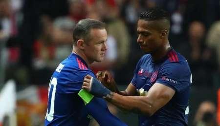 (FOTO) Emotiva despedida de Wayne Rooney para Antonio Valencia