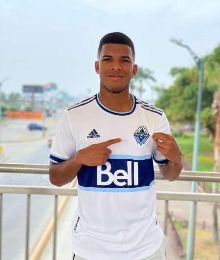 (FOTO) Pedro Vite recibió su permiso de trabajo en la MLS