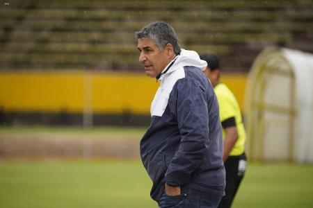 Sachi Escobar puso su renuncia como DT de Universidad Católica