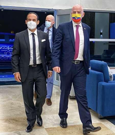 El Presidente de la FIFA llegó a Ecuador y fue recibido por Francisco Egas