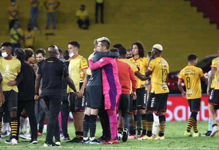 Javier Burrai revela lo que le dijo Alves al final del partido