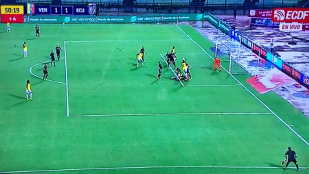 (FOTO) Revelan el audio del VAR del gol anulado a Ecuador