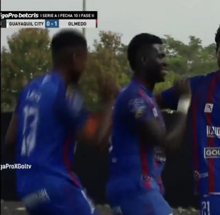 Jugadores de Olmedo celebraron el primer gol con el paso de Yerry Mina