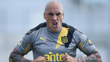 (FOTO) Peñarol separó del primer equipo a Ariel Nahuelpan