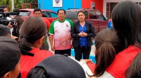 (FOTO) Mayra Arguello se negó a abandonar las instalaciones de Olmedo