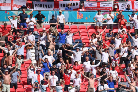UEFA saciona a Inglaterra tras desmanes en Wembley