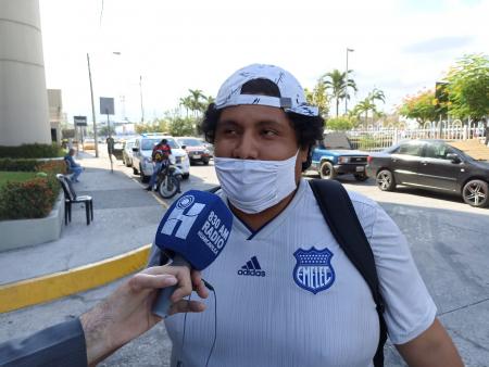 (VIDEO) Hinchas de Emelec reciben a Flamengo en Guayaquil
