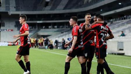 (VIDEO) Atlético Paranaense vence a Peñarol y clasificó a la final de la Copa Sudamericana